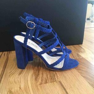 Passar mig som har 36. Fina blå sandaletter från tiamo!