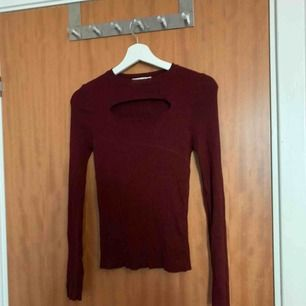 Vinröd tröja i storlek XS/S ifrån chiqulle! Sparsamt använd!