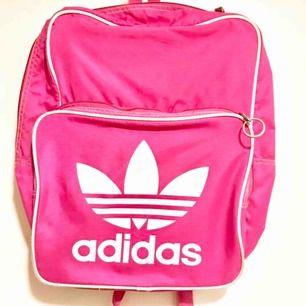 adidas classic bagpack strl M  absolut nyskick skickas mot porto