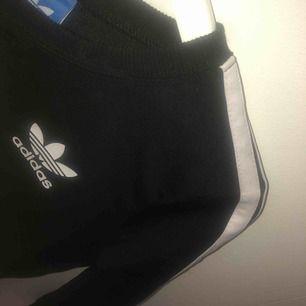 Adidas tröja Ej äkta men bra kvalité Tvättat men inte använd