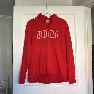 Najs Puma-tröja. Herrmodell men passar alla.  Frakt: 85kr.