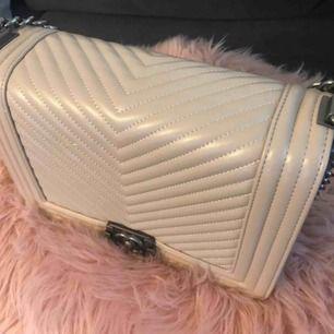 helt ny väska ser jättefint ut  för 500kr
