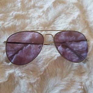 Snygga solglasögon, endast använda ett fåtal gånger. Frakt ej inkluderat.