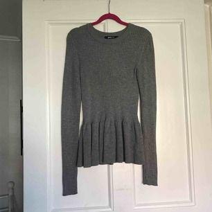 Tröja från Gina tricot i nyskick.  Frakt: 55kr.