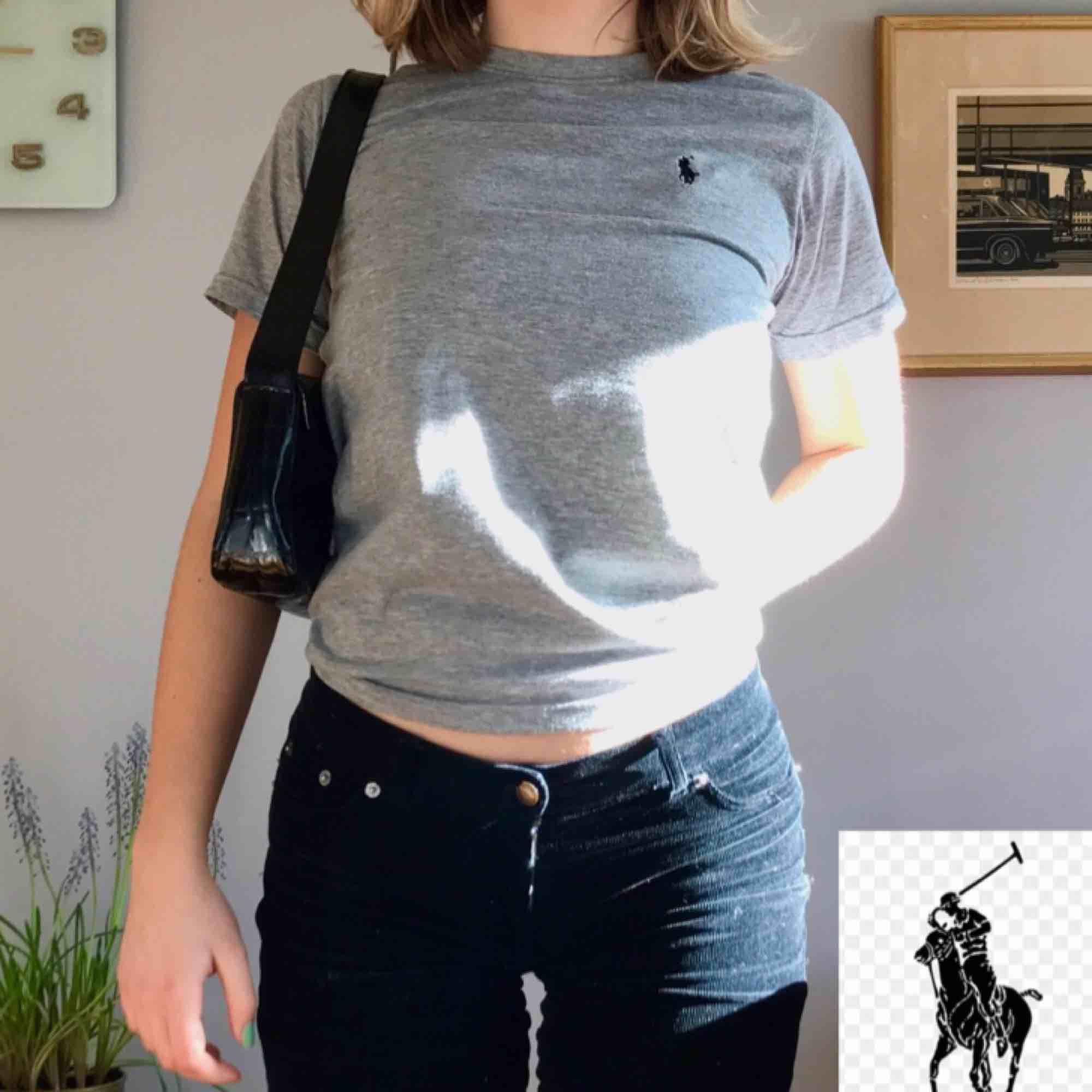 T-shirt från Ralph Lauren. Inköpt i USA (äkta!). Använd men i helt ok skick. +Frakt 30kr❣️. T-shirts.