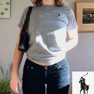 T-shirt från Ralph Lauren. Inköpt i USA (äkta!). Använd men i helt ok skick. +Frakt 30kr❣️