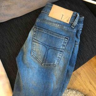 Lågmidjade blå jeans från Tiger Of Sweden! Använda max 2 ggr
