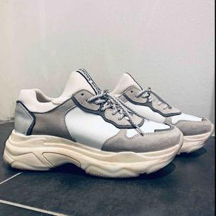 Bronx sneakers sparsamt använda.  Oerhört sköna och stilrena!  Dessvärre lite för små för mig :( hoppas någon annan kan rocka dessa godingar!  Köpare betalar frakt 59:- 🌸