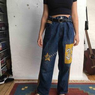 Supercoola jeans 1/1! På mig är de super oversized så har bälte på bilden. Kan mötas upp i Göteborg annars står köparen för frakten! :)