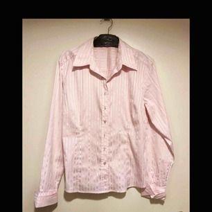 ljusrosa lite glansig skjorta strl 40 från flash