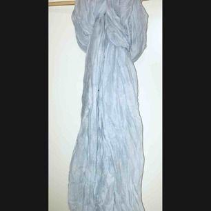 ljusblå sjal i viscose från MQ