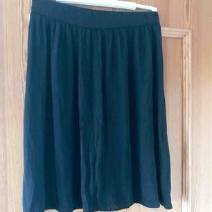 kjol i viscose med resår i midjan från hm