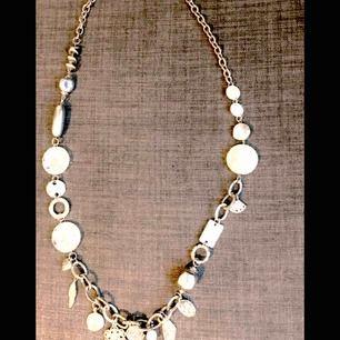 halsband med rosenkvarts från arium