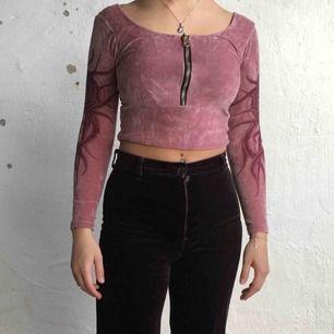 Cool body som jag använt som tröja genom att vika upp den. Kan mötas upp i Göteborg annars står köparen för frakten! :)