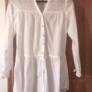 vit tunika från HM strl 36