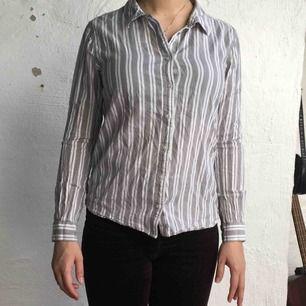 Fin skjorta från BikBok. Kan mötas upp i Göteborg annars står köparen för frakten! :)