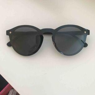 Coola solglasögon! Köpta i en butik i Spanien! Använda 1 gång, pris kan diskuteras