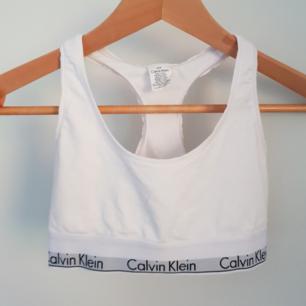 Calvin Klein topp i vitt! Fraktas naturligtvis!
