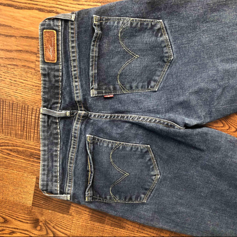 Behöver ej betala frakt . Jeans & Byxor.
