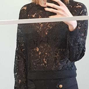 Långärmad lace tröja
