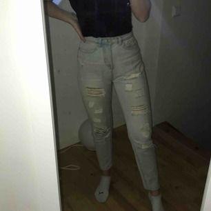 Priset är inkl frakt Mom jeans med slitningar