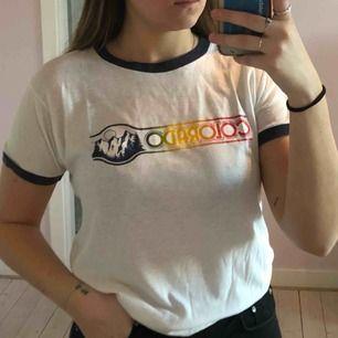 """Ball tröja med trycket """"Colorado"""" köpt 2hand i New York City! Frakten ingår i priset"""