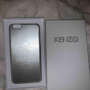 Äkta kenzoskal till IPhone 6+ och 6s+, lite slitet på kanterna men inget som stör. Nypris är 500kr😛 köparen står för eventuell frakt!