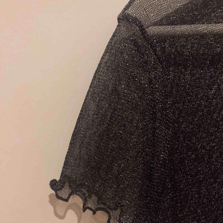 Fin glittrig mesh tröja . Toppar.