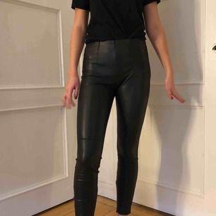 Jätte fina läderbyxor från Zara i storlek M men skulle säga att det är mer som S eller liten M.