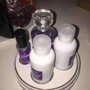 Ett parfym/ bodylotion set från the body shop som är helt oanvänd