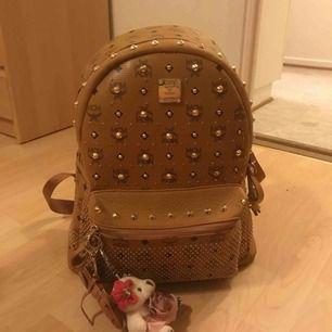 🧸Säljer min fina MCM ryggsäck kopia, använd få gånger, nytt skick! Köparen står för frakt.🧸 OBS den är ganska stor.