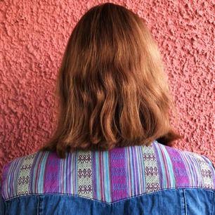 En skjorta som är halvt mönstrad från ett märke som heter Flash Jeans! Tycker den har väldigt fränt mönster, men den har inte kommit till så mycket användning. Hoppas den kan användas mer av någon annan! Kan fraktas, betalning sker via Swish ✨