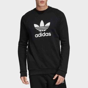 Fett nice adidas sweatshirt originals🦋 köpt på adidas store för ett tag sen men knappt använt den. Riktigt skön o fett jäkla snygg🤩 köparen står för frakten💓