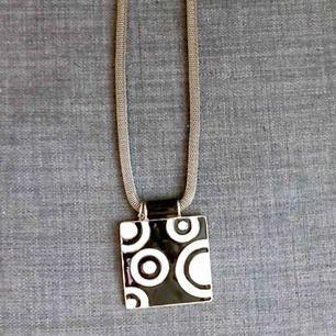 halsband fr ZR , ormlänk med emaljerat hänge, ca 45 cm långt