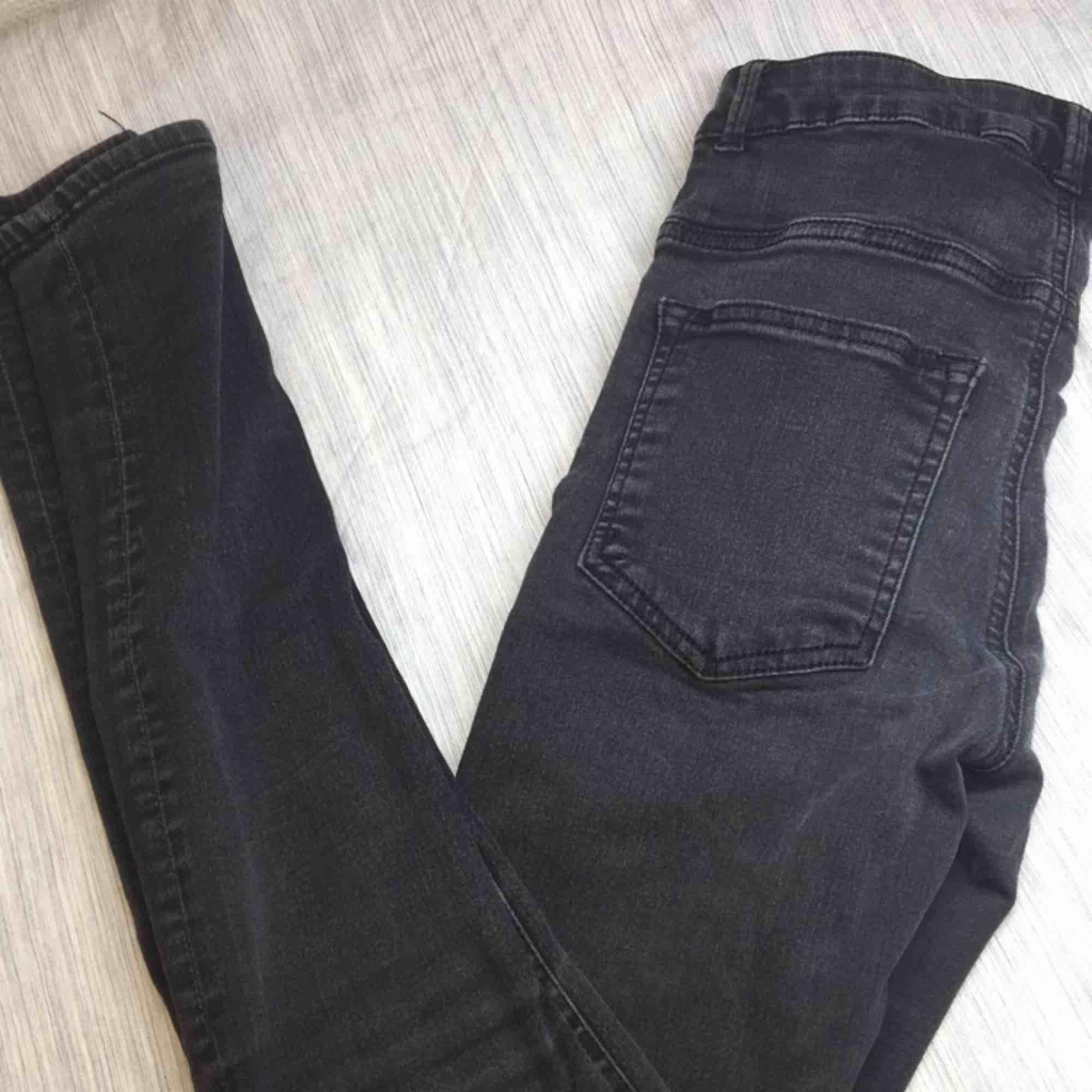 Passar M-S-xS jag själv har xs som passar mig. Jeans & Byxor.