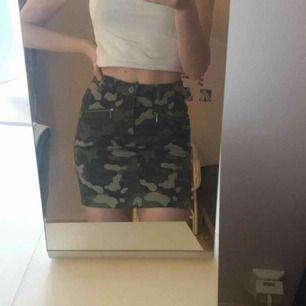 Jätteskön militär kjol Väldigt bra skick