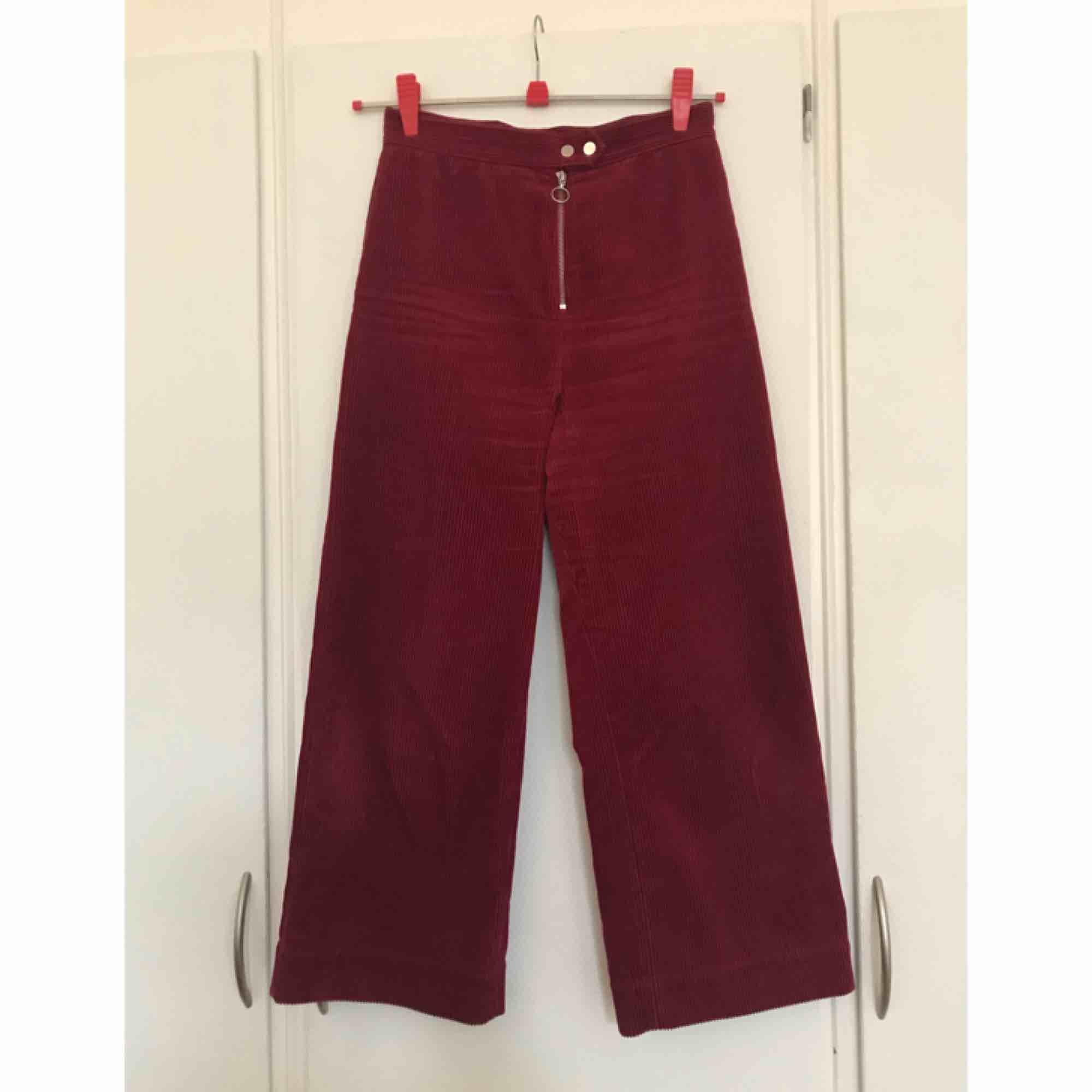 Fina manchesterbyxor från & Other Stories. Använda några gånger. Originalpris var 690kr. . Jeans & Byxor.