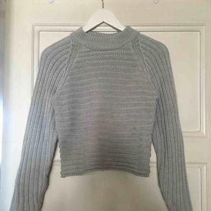 Stickad tröja från Monki i storlek XS. Lite croppad i modellen