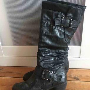 Några år gamla boots, används sällan längre.