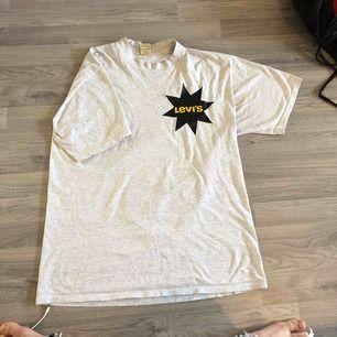 Storlek L, Bekväm t-shirt
