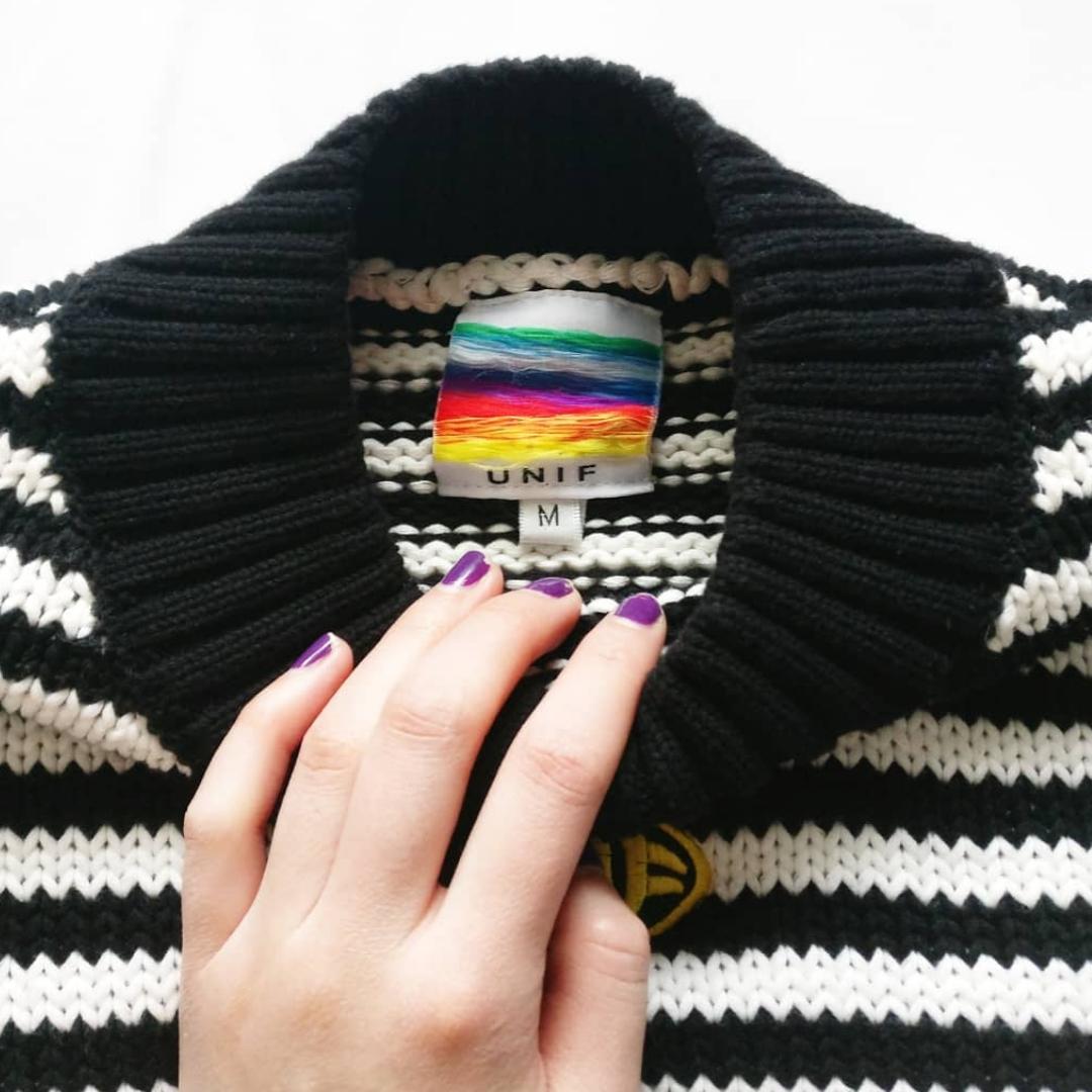 Snyggaste oversize tröjan 🦋✨  Endast använt 3 gger, I bra skick utan hål, fläckar etc. Ej äkta men jätte bra kopia. Fraktkostnad tillkommer 💌. Tröjor & Koftor.