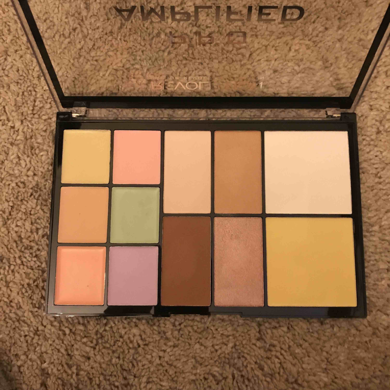 Märke makeup revolution, ordinarie pris 600 efter som köpte med ett kitt, åldrig använt så klart, har inte varit rätt färger för mig. Övrigt.