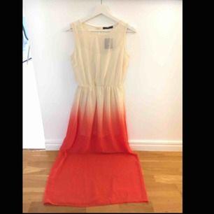 Fin lång klänning från Primark London.  Ny - aldrig använd, bara prövat.