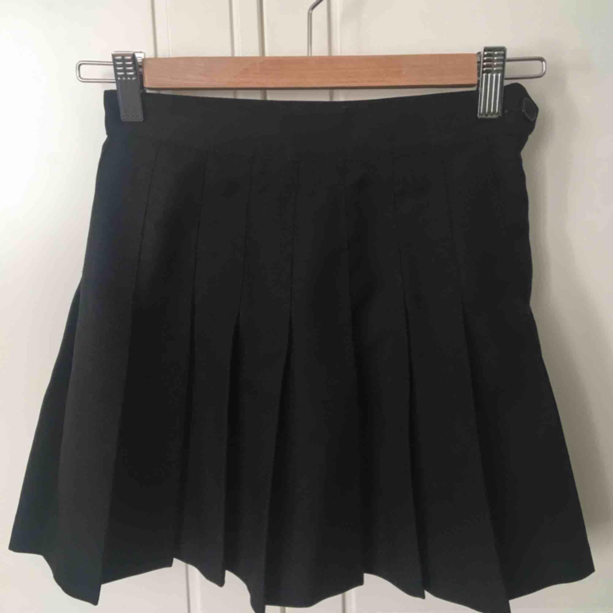 den klassiska tenniskjolen från american apparel. OBS! fraktar ej, möts upp i stockholm💓. Kjolar.