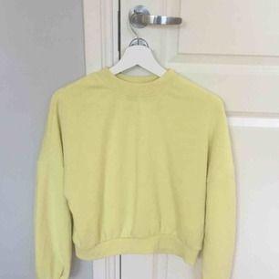 Gul tröja från even&odd, används tyvärr inte men super fin