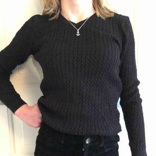 Säljer min fina kabelstickade tröja fån JH Collection som aldrig är använd. Den har ett litet märke längst ner på tröjans högra sida. Säljer den pga kommer aldrig till användning. Köparen står eventuellt för frakten(;