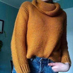 Fin curry gul stickad tröja från Zara storlek XS-S. Helt ny, har knappt använt alls, toppskick frakt ingår