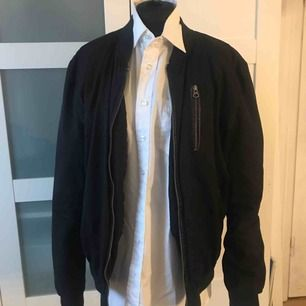 Bomber jacka köpt från Asos  Str: L