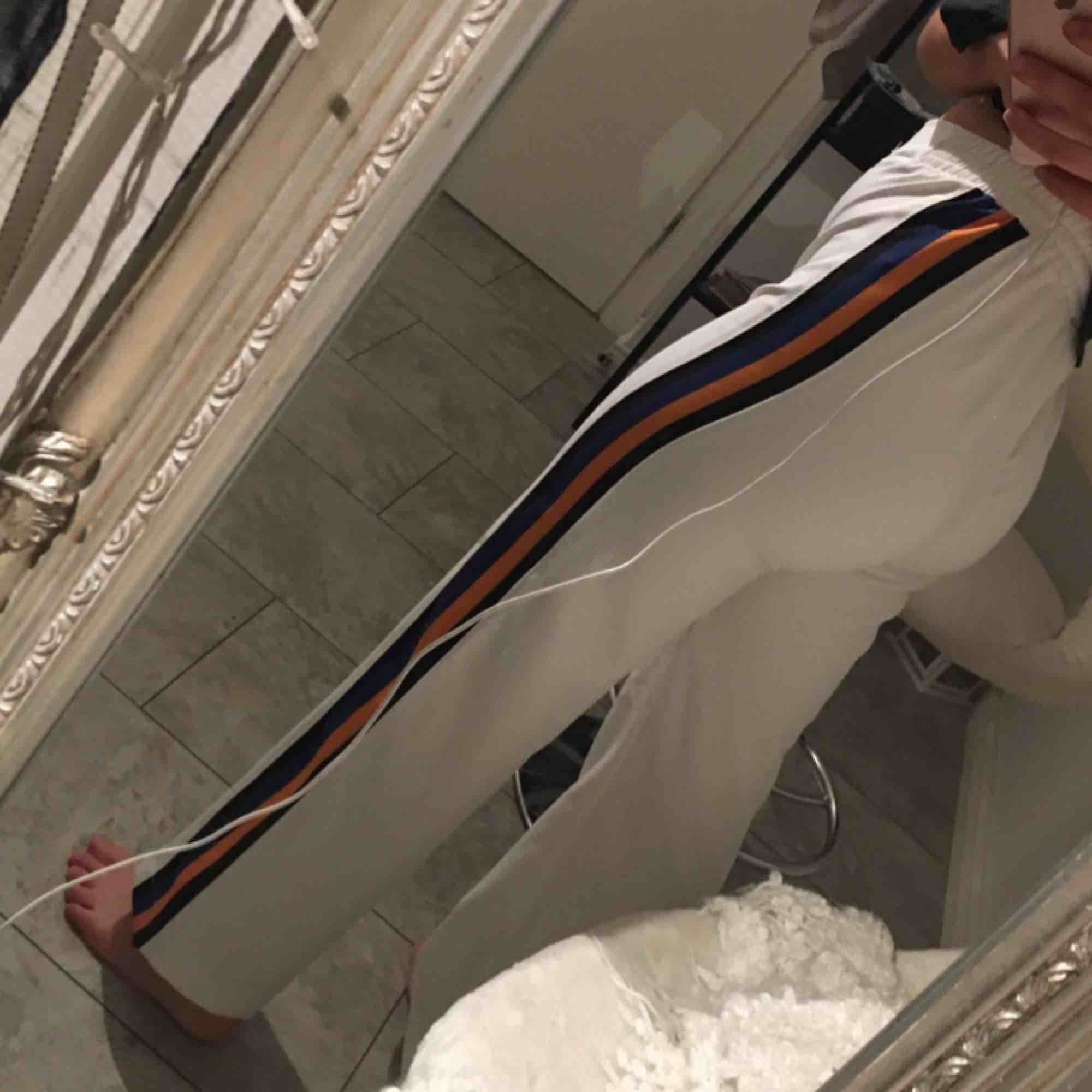 Väldigt unika och snygga byxor!. Jeans & Byxor.