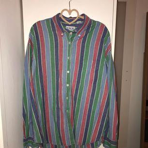 Skjorta i herrstorlek S, så fina färger som var svåra att fånga på bild. Köparen står för frakt